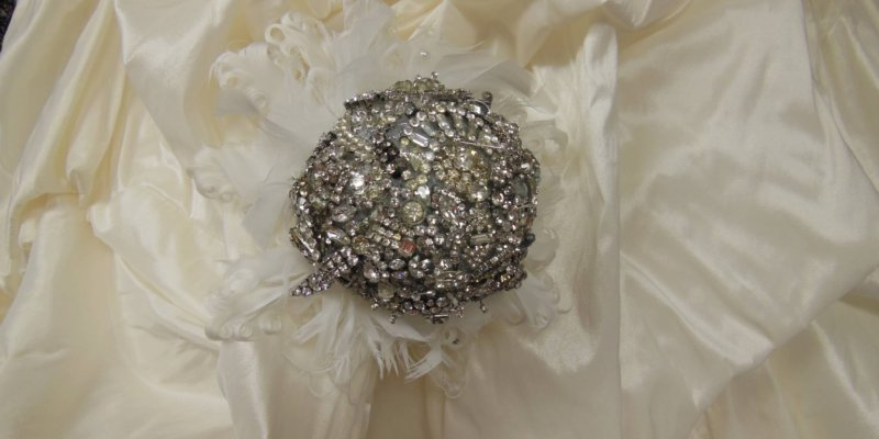 JenMar Custom Wedding Accessories - Rhinestone brooch bouquet. Made from vintage and broken jewelry.